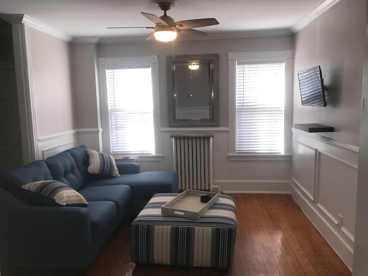 DOWNTOWN NEWPORT*WALK EVERYWHERE*2 BEDROOM*SLEEPS6