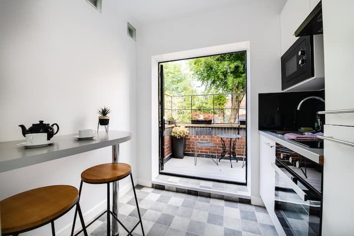 Quirky Art Deco studio with private terrace