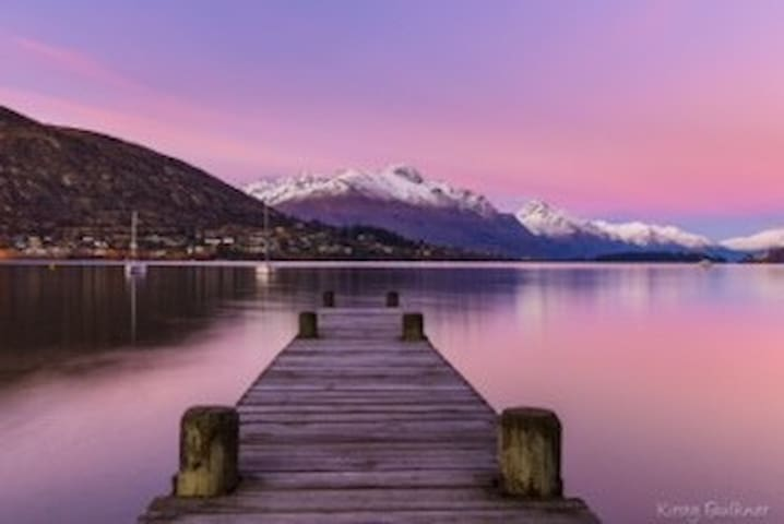 Beach Bach with Views of Lake - Queenstown - Apartamento