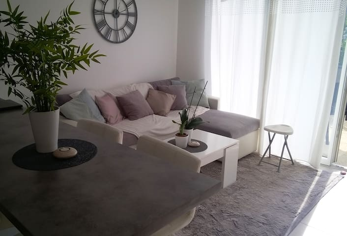 Chambre privée dans joli petit appart (terrasse) - Eybens - Flat