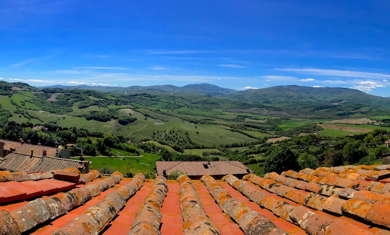 Elegant, Large Duplex in Charming Tuscan Village
