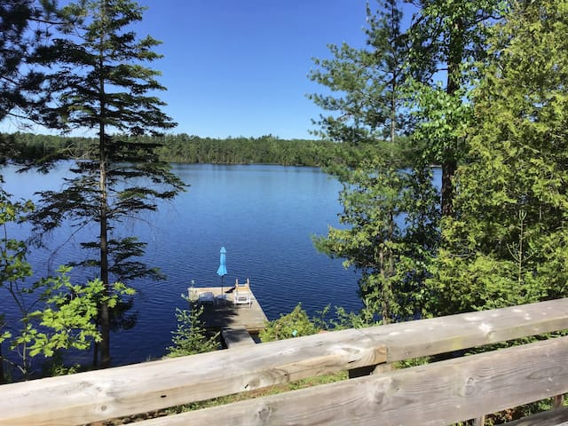 Private Waterfront cottage for 2 in Kawartha Lakes