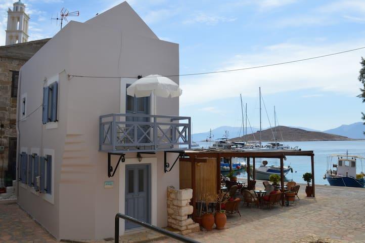 Ariadne's House