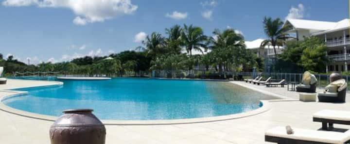 Appartement de standing avec jardin et piscine