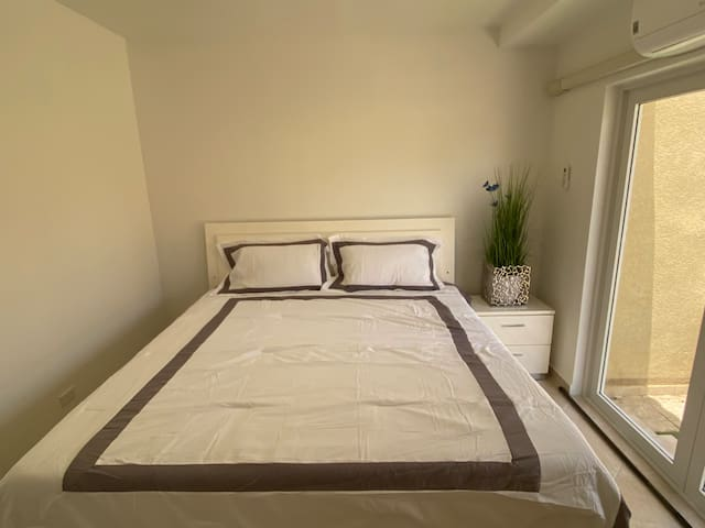 Large King size beds in both airconditioned bedrooms