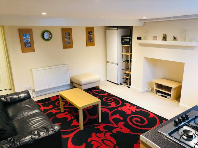 2 bed flat Shipley central