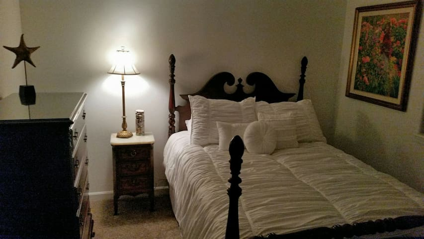 Lovely Private Room-Near Everything - Bend - Appartement