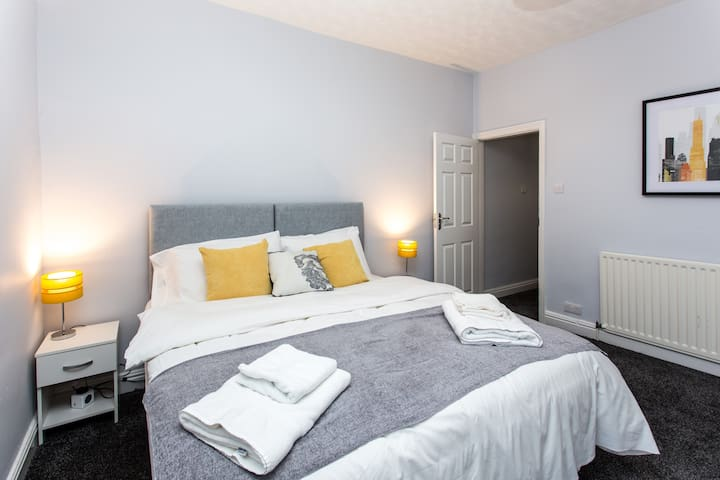 Master Bedroom with King Size or  Twin Single Beds