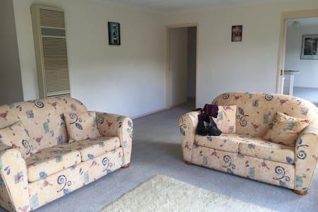 Room in Giralang - Giralang