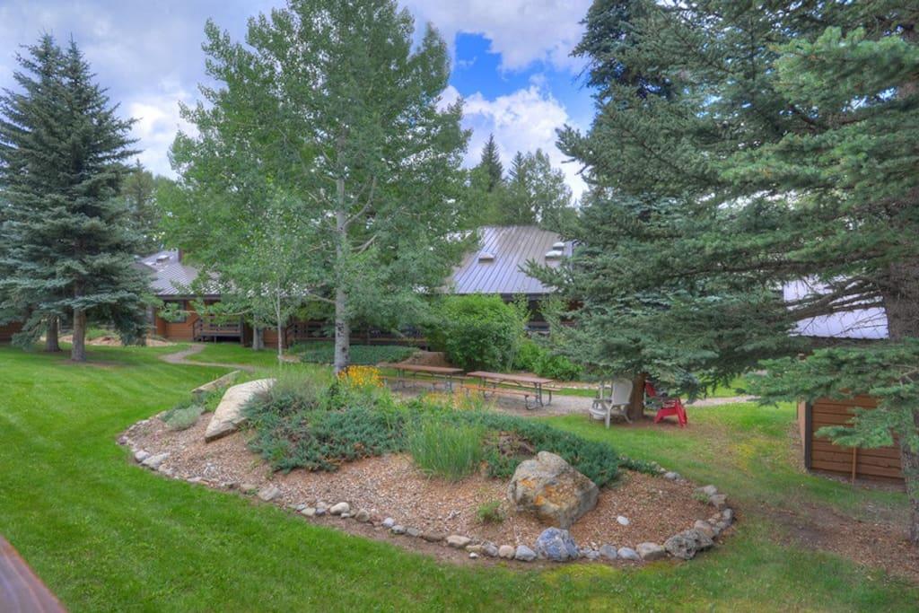 Picnic garden area at Needles Townhomes vacation rental condo near Purgatory Resort in Durango Colorado