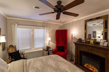 Canterbury Tales Room - Flint - Bed & Breakfast