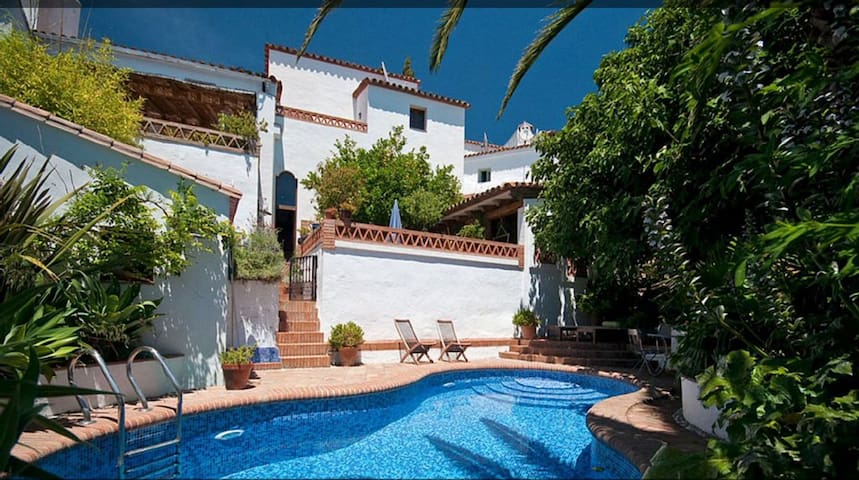 Stylish village house, private pool, pretty garden - Gaucín