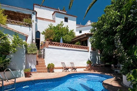 Stylish village house, private pool, pretty garden - Gaucín