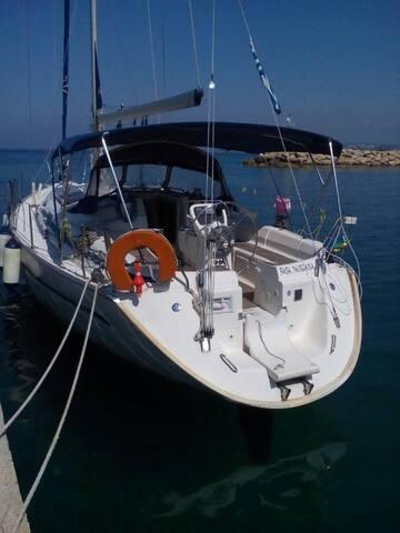 Sailing boat BAVARIA 40