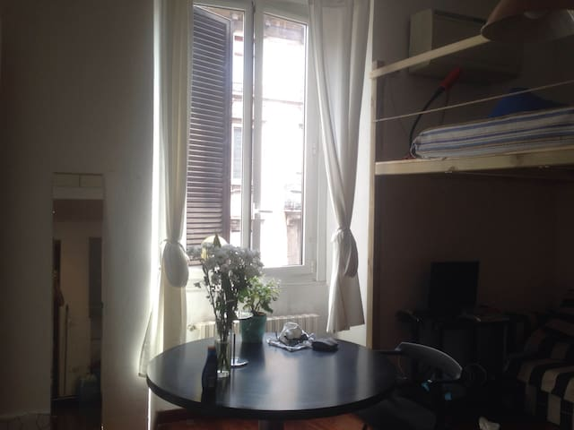 Large Studio Flat in Paolo Sarpi