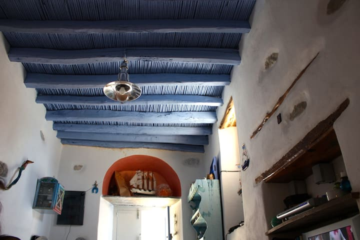 Traditional roofs (made of wood, straws, algae, porcelain, clay, stone etc.). The most crucial part of the building.