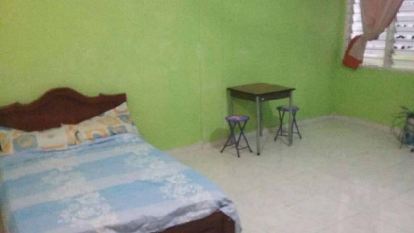 Habitación con servicios y entrada independiente!! - Barrancabermeja - House
