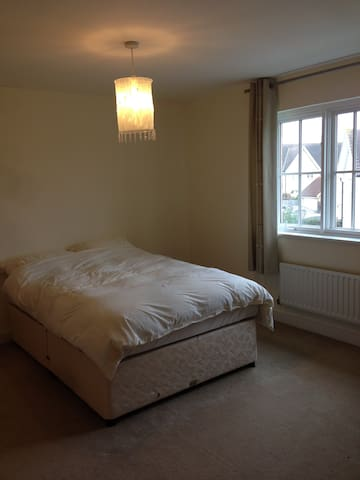 Large Double room in house opposite Parkland