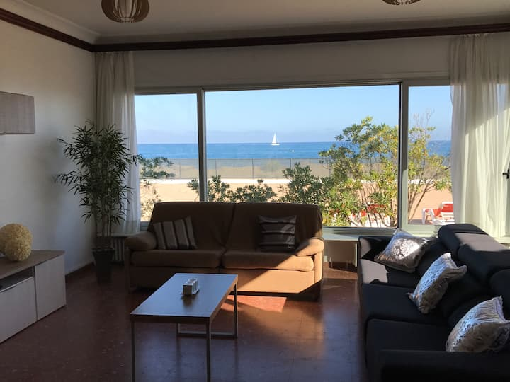 Malgrat de Mar Beachfront Village 5 Rooms (14 Pax)