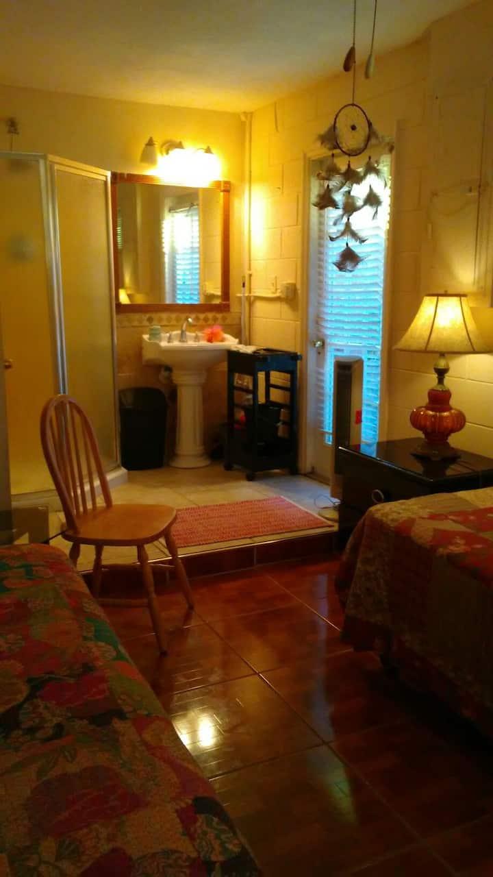 Cozy, quiet private studio!! Great location.