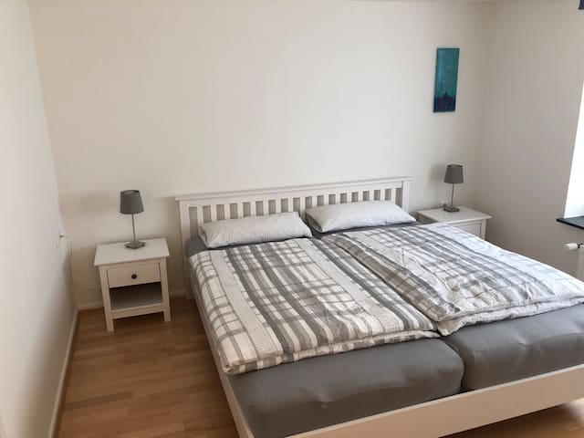 Schlafzimmer, Bett 1.80x2.00