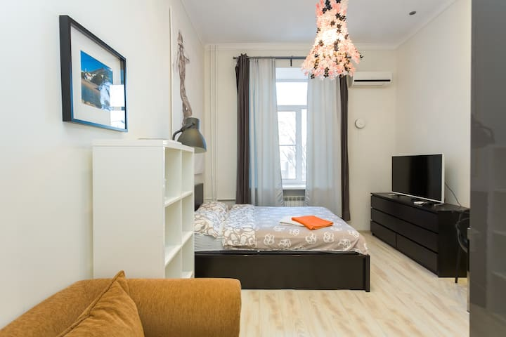 Bright, quiet studio near Kremlin & Arbat