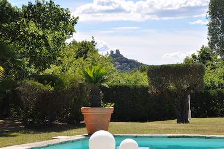 bed and breakfast in the luxury villa  aston - Grimaud