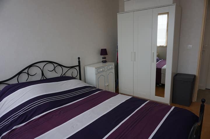 une chambre confortable et agréable--les fougeres