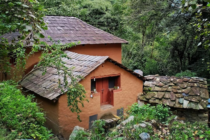 The Dalton's Cottage by the stream @Tirthan Valley