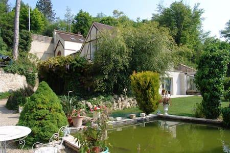 Appartement 50m2 bord de rivière - Montigny-sur-Loing - 公寓