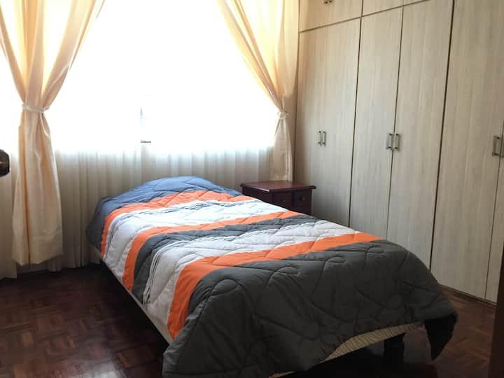 Alojamiento amplio, familiar y seguro en Quito