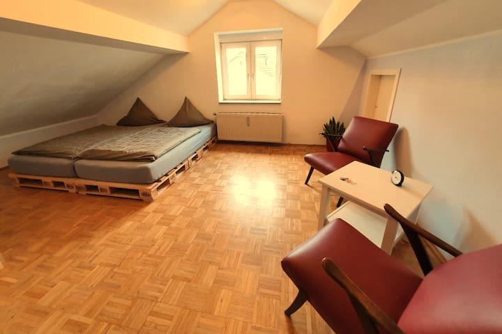 Großes Zimmer - Westfalenhallen/ Stadion/ Dortmund