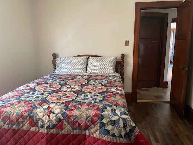 Bedroom #1, Queen  size