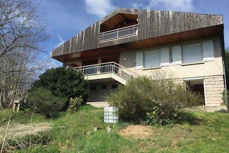Jolie maison au coeur de l'Auvergne - La Chomette