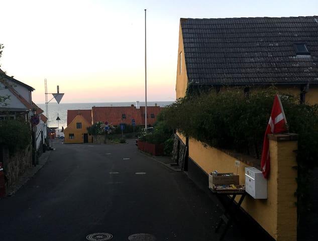 Charmerende og idyllisk hus - lige midt i Gudhjem - Gudhjem - House