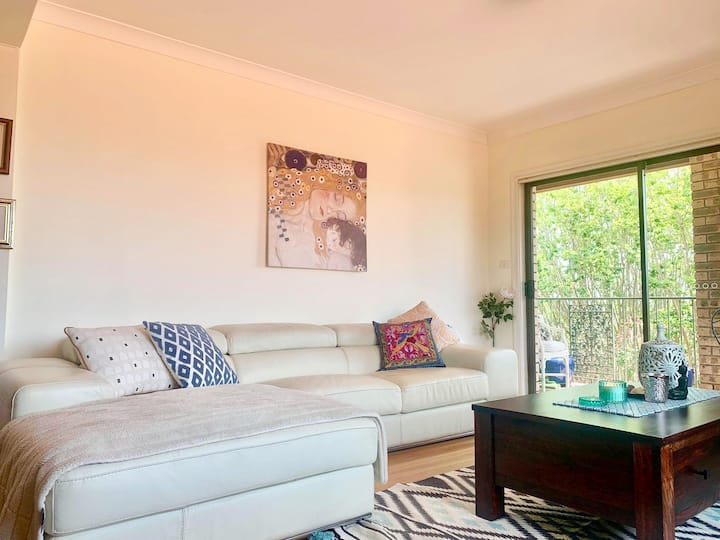 Spacious, private bedroom located in pretty Mosman
