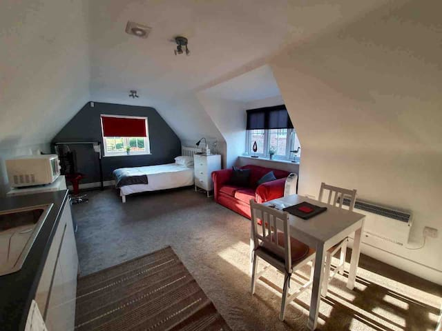 Modern, self contained studio apartment/annexe