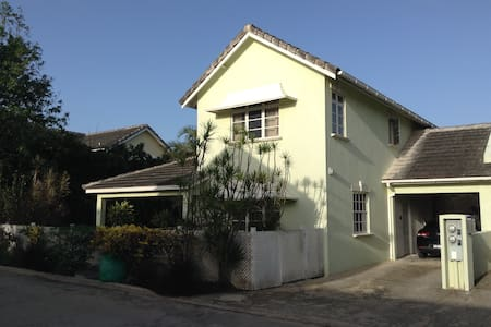 Large Bedroom in a Great Location - Oistins - Townhouse