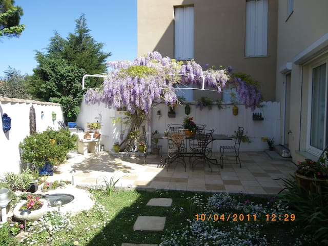 Bed and Breakfast in a quiet area - Arles - Appartement