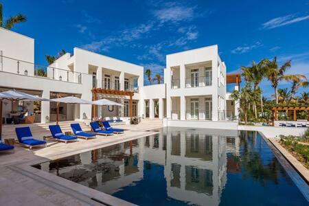 Beachfront Villa - Crocus Hill - Ház