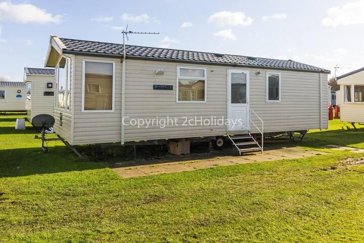 Luxury 6 berth caravan for hire in Sunnydale Holiday Park Skegness ref 35039B
