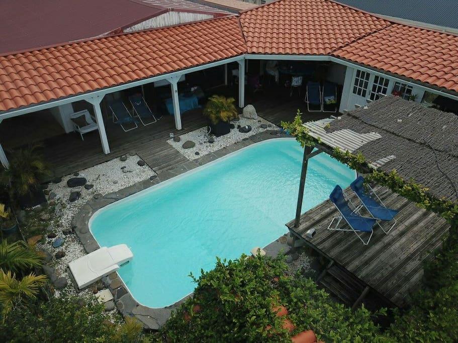 Maison piscine vue mer mont 500m des plages case in for Piscine de montauban