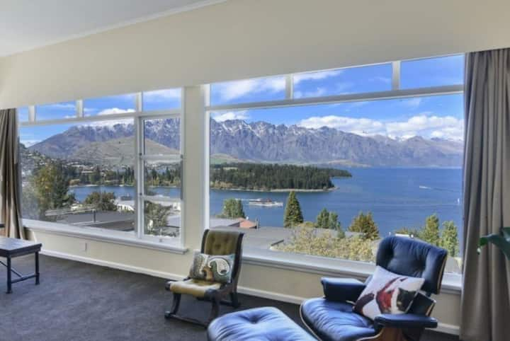 The BEST VIEWS and WALK into Queenstown!