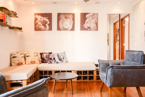 Charming 1 Bedroom Flat,air conditioner and Garage