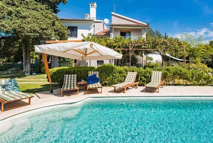 Villa Vittorina - Five Bedroom Villa with Swimming Pool