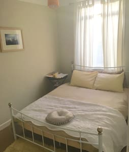 Sunny luxe double room by the sea - Penzance