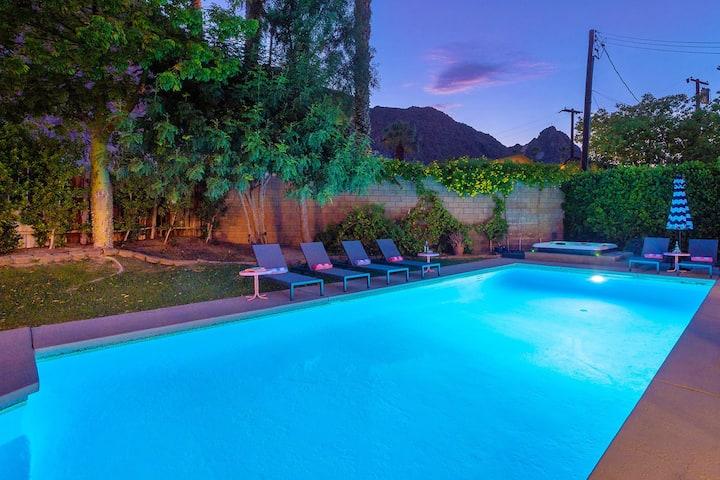 Cameo Palms / Huge pool, mountain views, 1/4 acre