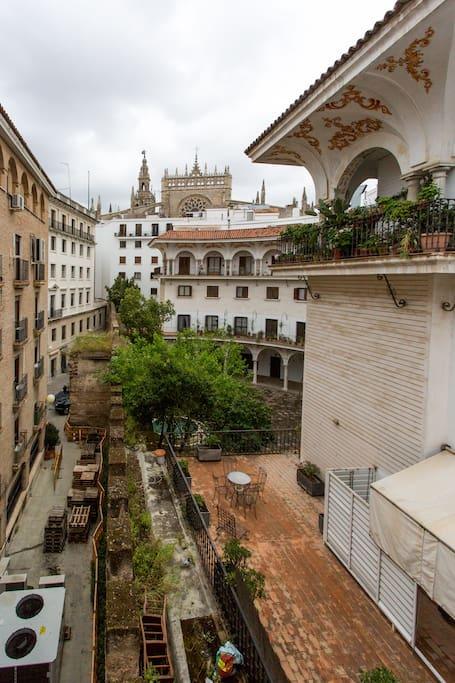 Vistas desde el Salón de la plaza del Cabildo y de la Catedral
