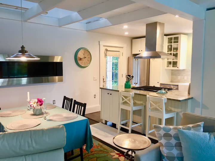 Charming Cottage with Ocean View near Acadia