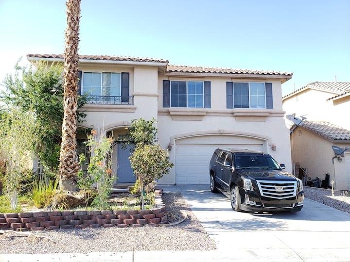 Dreamy Desert House Sleeps 16 Near Strip